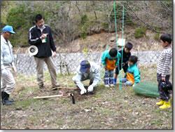 伊賀森林組合による植林作業指導