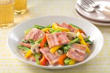 厚切りベーコンと小松菜・パプリカの炒め物