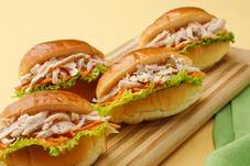 サラダチキンとにんじんのカラフルプチサンド