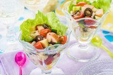 サラダチキンともち麦の彩りサラダ