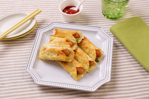 香薫ウインナーとアスパラチーズの揚げ餃子